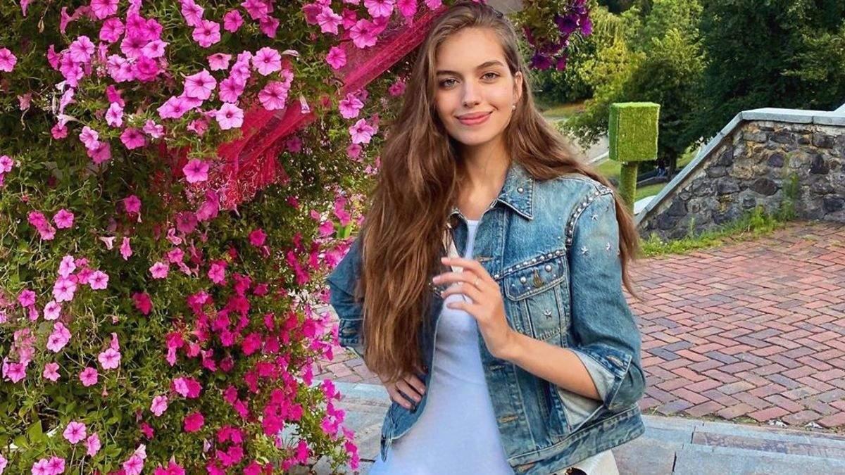 Александра Кучеренко в нежном платье
