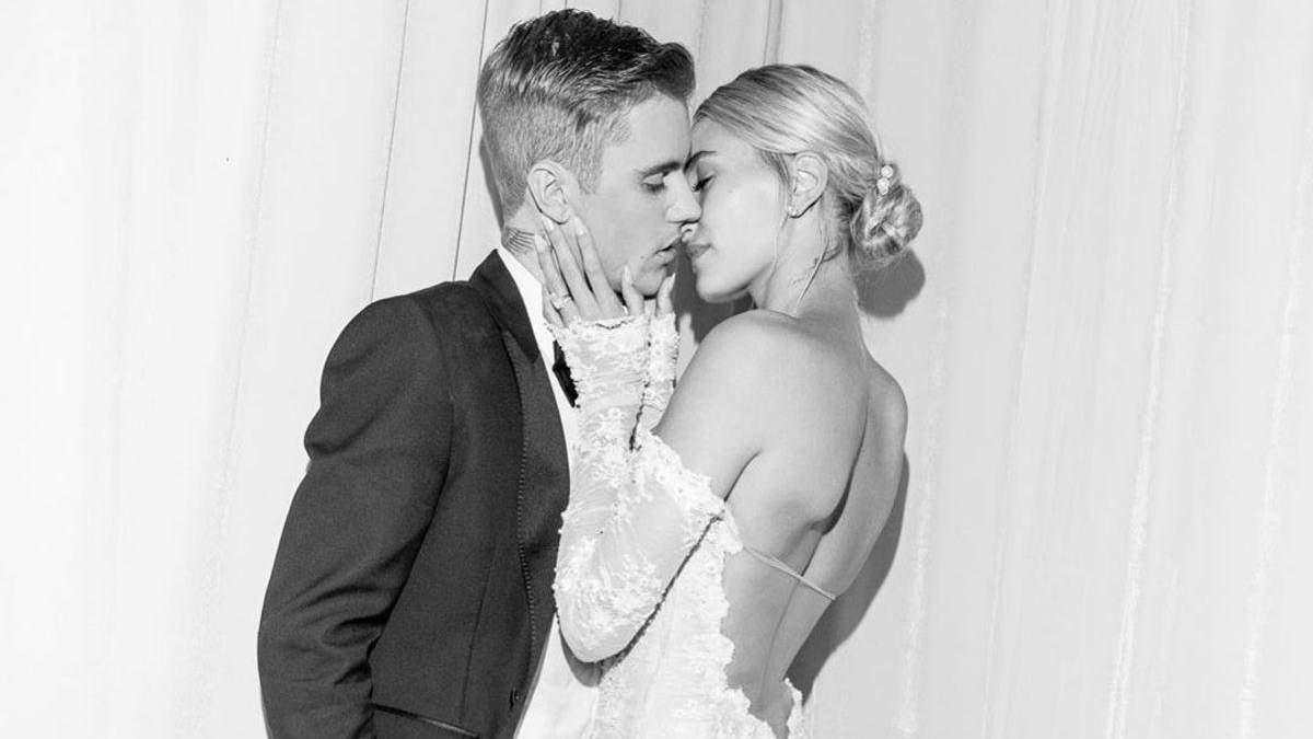 Джастин Бибер празднует вторую годовщину свадьбы