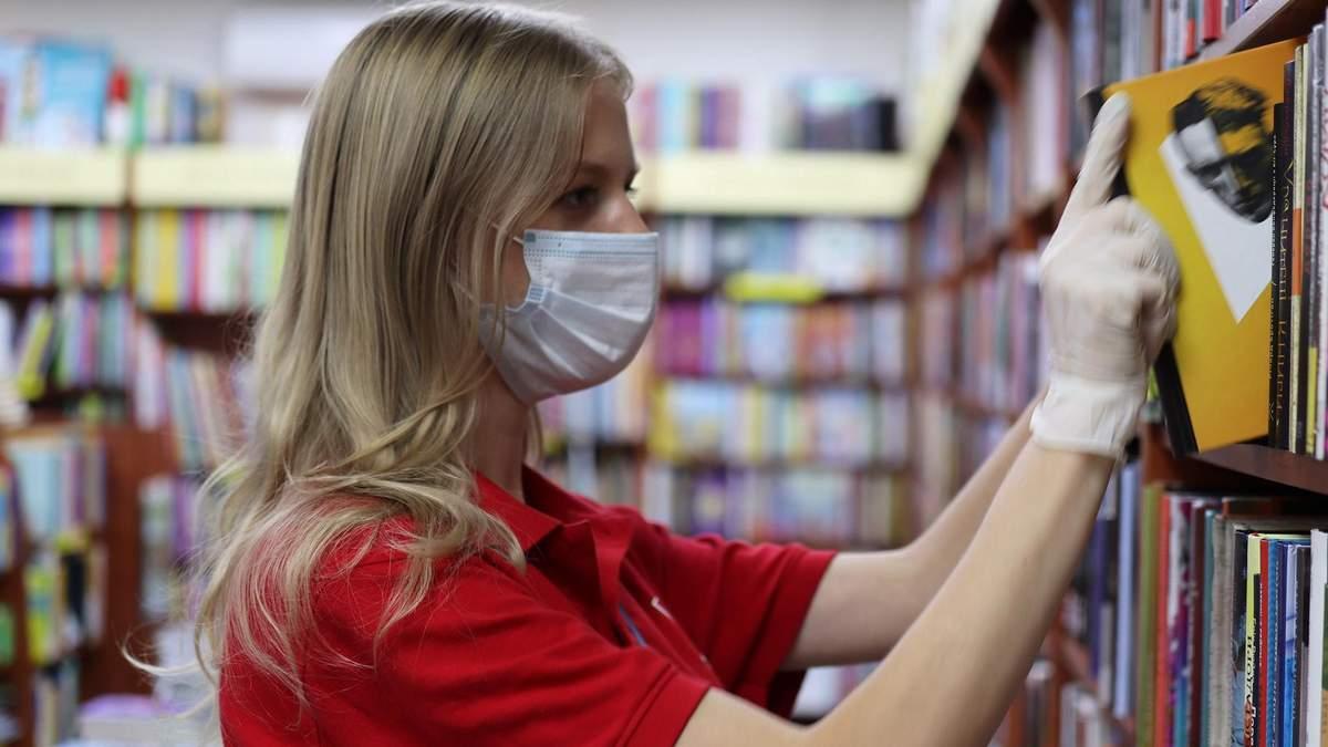 Книгарня Є – скандал с книгами на русском языке: что известно