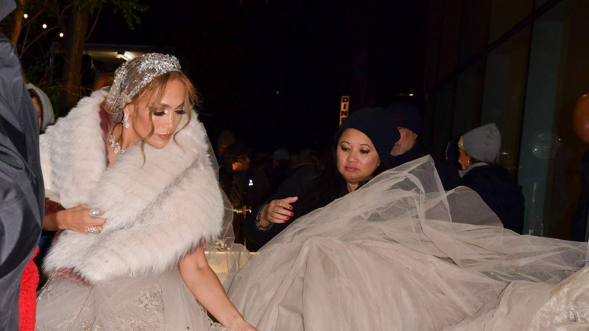 Дженнифер Лопес в свадебном платье сыграла в комедии Marry Me