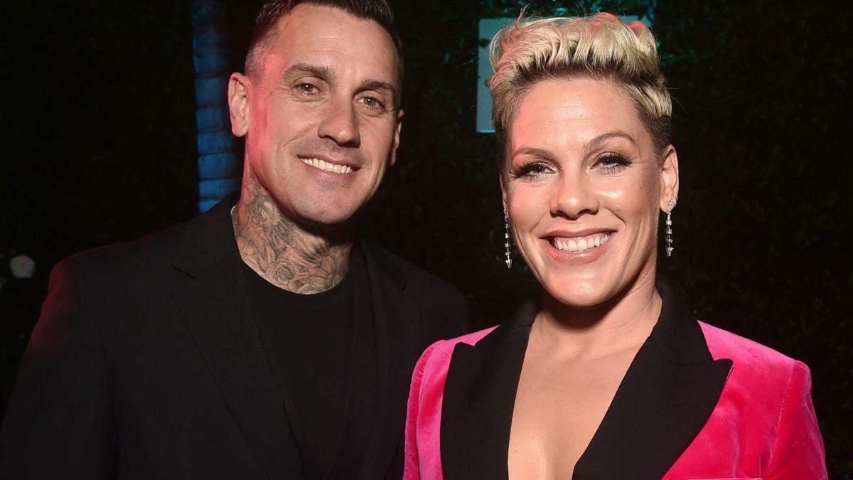 Pink показала фото с мужем