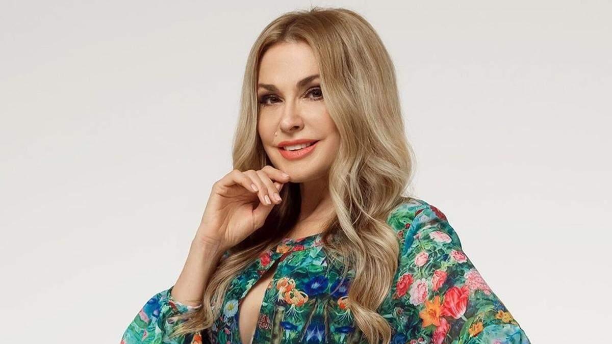 Ольга Сумська постала у блискучій сукні