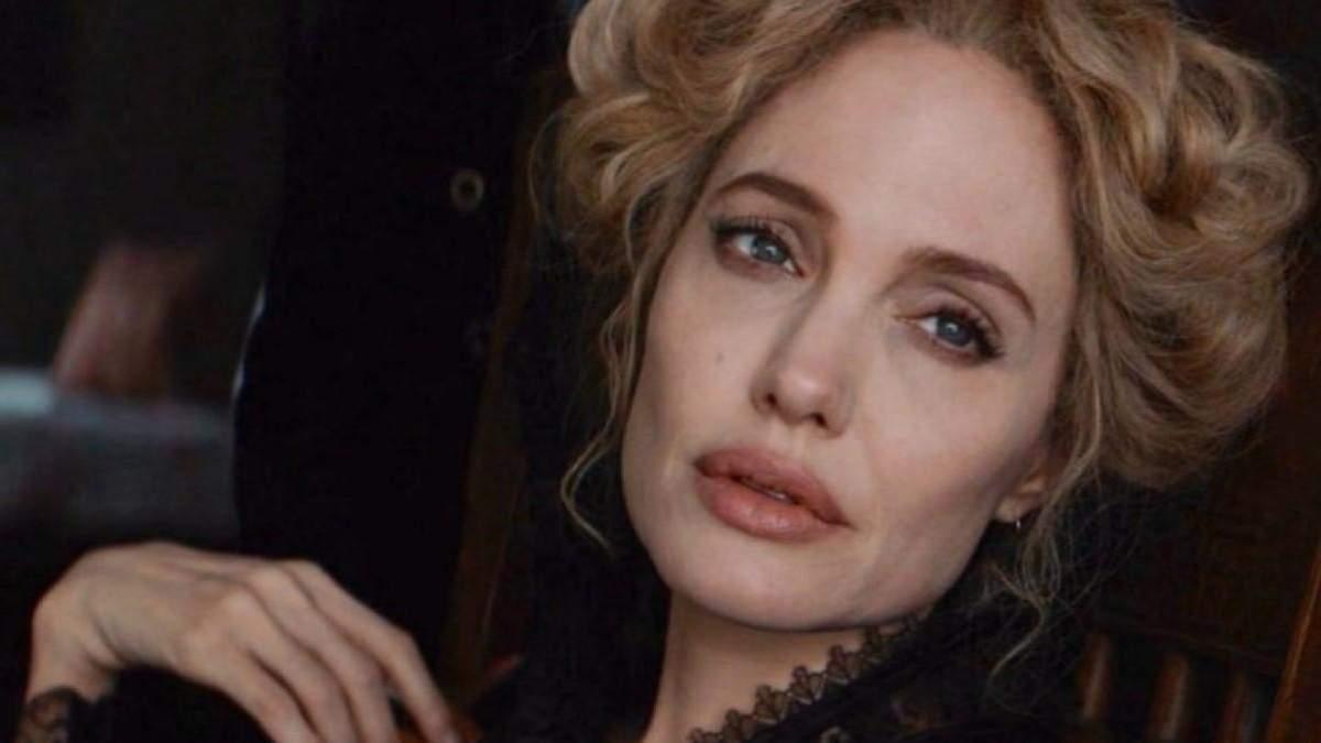 Анджеліна Джолі зі світлим волоссям