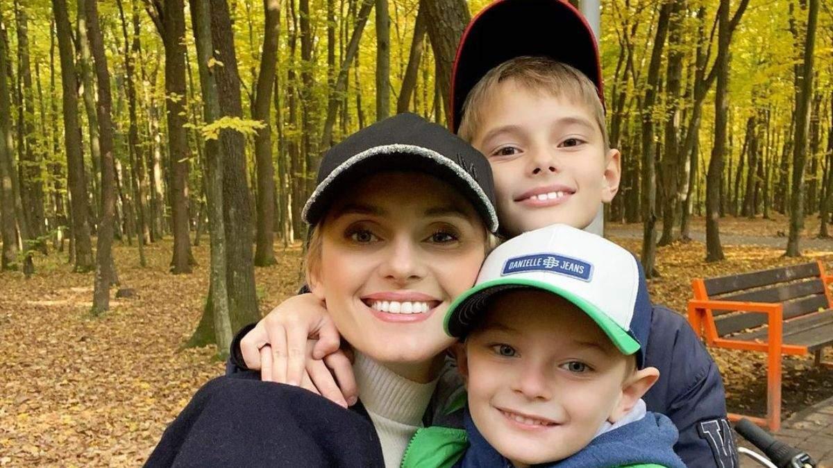 Налепили вареников: Ирина Федишин показала, как с сыновьями провела карантин выходного дня