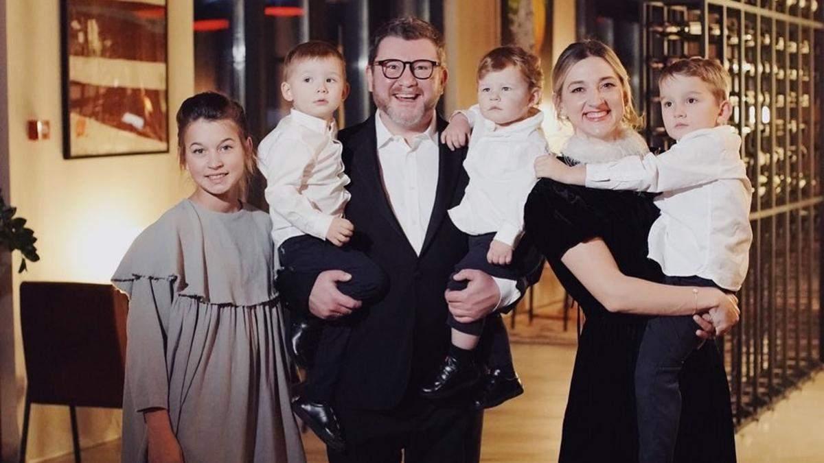 Дмитро Борисов з дружиною і дітьми