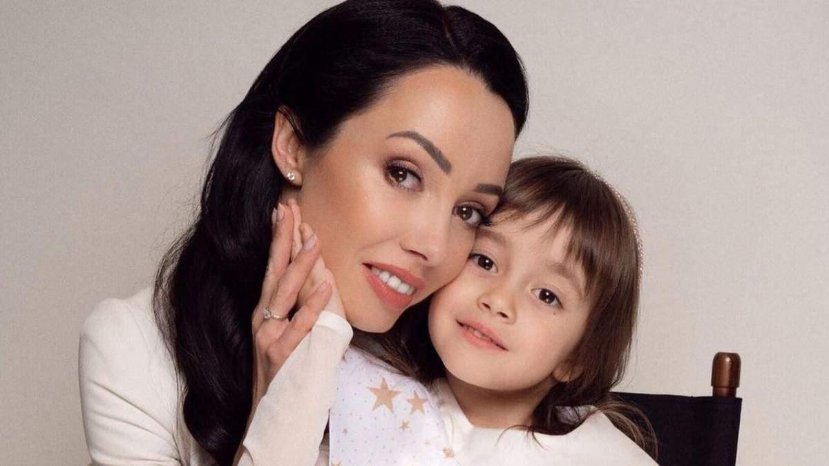 Катерина Кухар з донькою