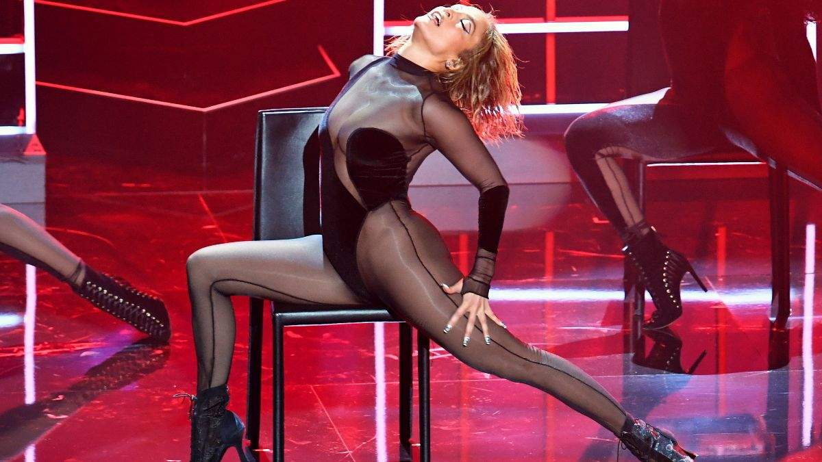 Дженнифер Танцует В Сексуальном Наряде