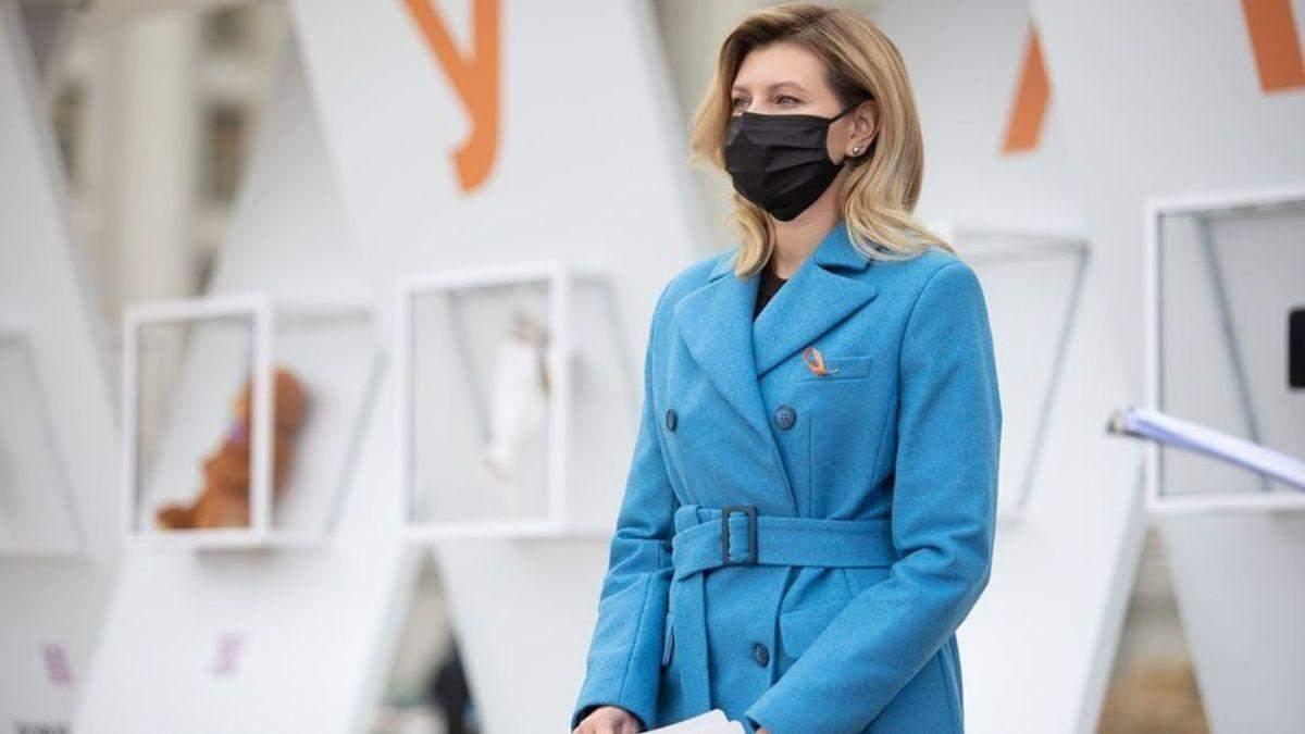 У блакитному пальті: Олена Зеленська зачарувала елегантним образом – фото