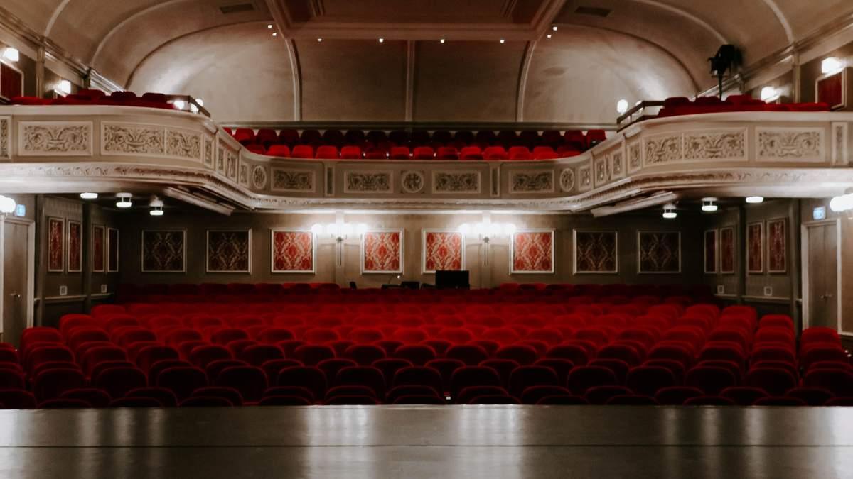 Міністр культури закликав українців купувати квитки в кінотеатри