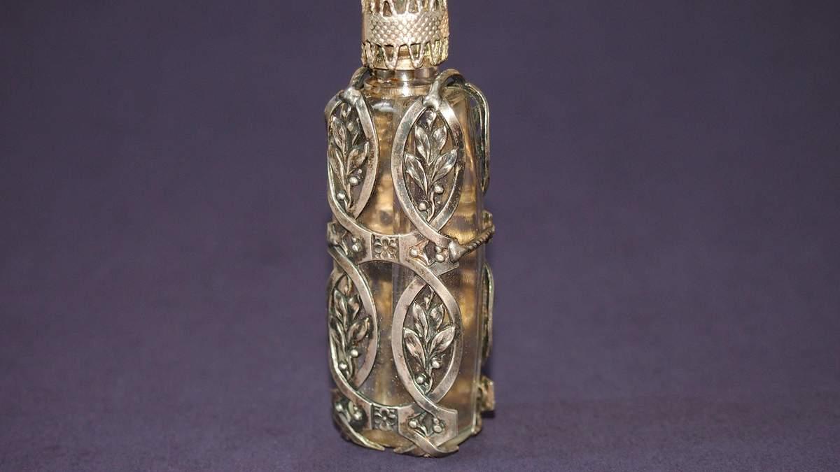 История флаконов для парфюм: как выглядели хранители ароматов