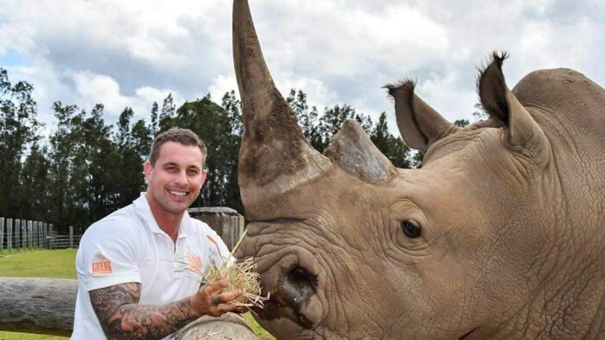 Обійнятись з левеням або погодувати носорога: інстаграм зоопрацівника