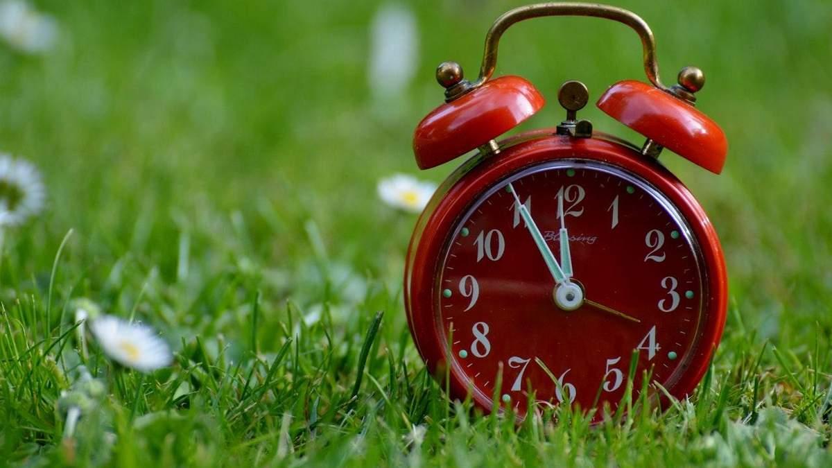 Коли переводять годинники 2021 на літній час в Україні – перехід на літній час