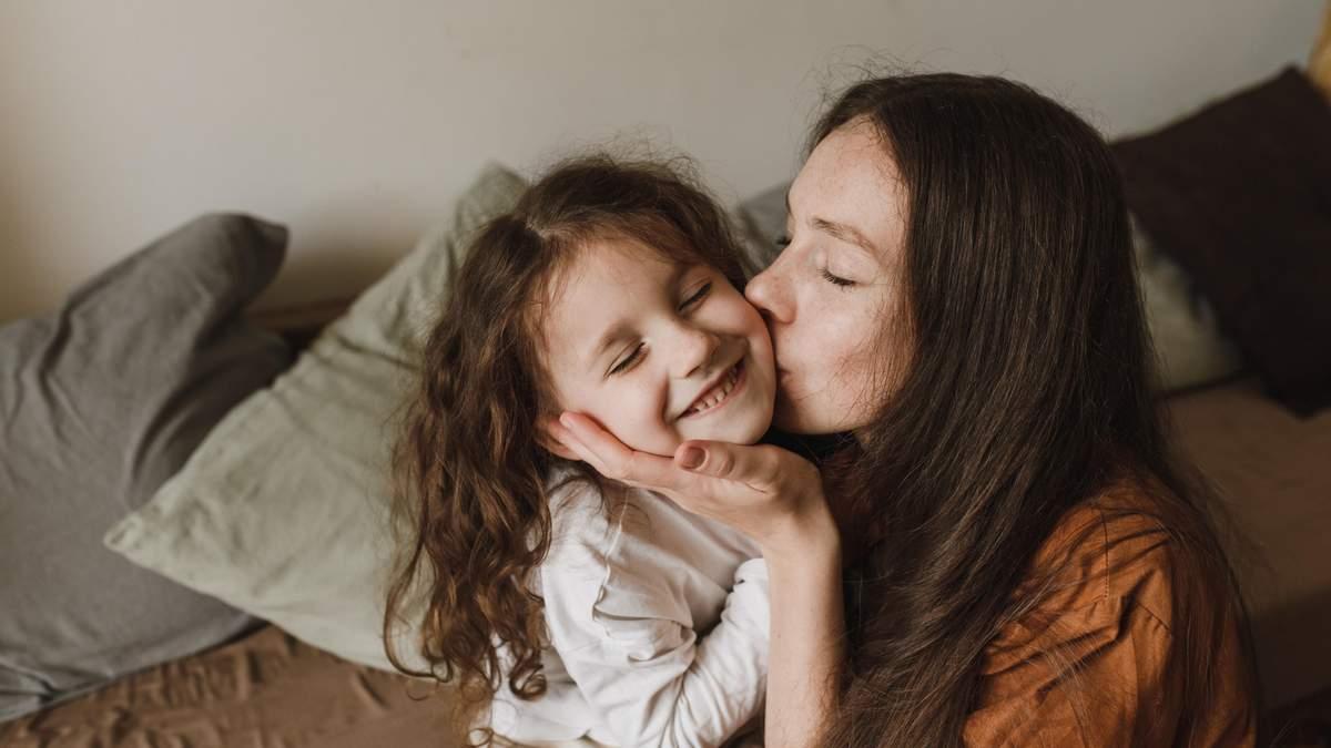 Картинки з Днем доньки 2021: кращі привітання донечці, листівки