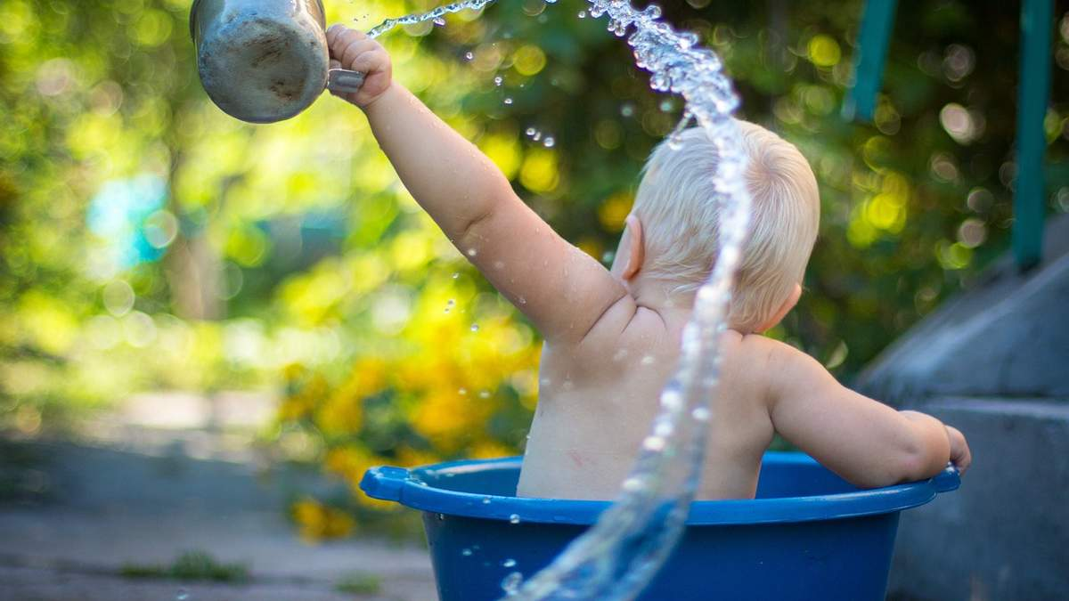 Нехай вода змиє негаразди: красиві картинки-привітання з Поливаним понеділком 2021