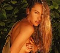 Кэндис Свейнпол похвасталась безупречными формами в крошечном бикини: соблазнительное фото