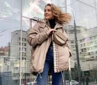 В свитере и кожаных штанах: Алена Шоптенко продемонстрировала стильный образ