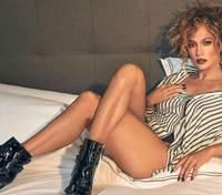 Полностью обнаженная Дженнифер Лопес показала грудь и роскошное тело в съемке 18+