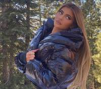 Кайлі Дженнер засвітила оголені груди на тлі засніжених гір: зухвалі фото 18+