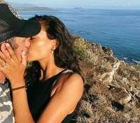 Модель Victoria's Secret Келлі Гейл заручилася: хто став її обранцем