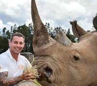 Обійнятись з левеням або погодувати носорога: крутий інстаграм зоопрацівника