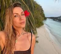 В блестящем купальнике на Мальдивах: Леся Никитюк очаровала фото с отдыха