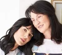 Маша Ефросинина чувственно поздравила маму с днем рождения: миловидные совместные фото