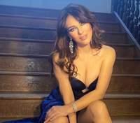 Наче зірка Playboy: 55-річна Елізабет Герлі вразила розкутим фото з пишними грудьми