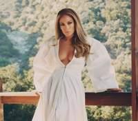 Дженнифер Лопес примерила свадебное платье для съемок нового фильма: фото