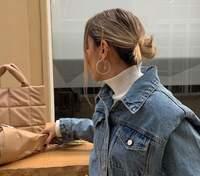 Denim total look: стилістка Софія Коельо вигулює весняний образ – фото
