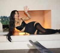 Кортні Кардашян запалила фанатів новими фото в образі Dolce&Gabbana
