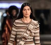 Довгі сукні та бежеві дублянки: колекція Chloé осінь – зима 2021/2022