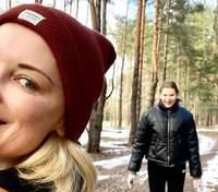 Лидия Таран показала прогулку с дочкой в лесу: фото и видео