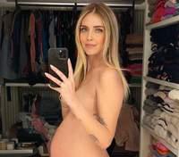 Беременная Кьяра Ферраньи обнаженная позировала в гардеробной: фото 18+