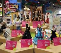"""Саніна, Руслана, Леся Українка: в Одесі до 8 Березня відкрили виставку """"Barbie: Пані України"""""""