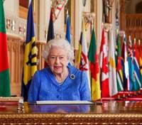 Королева Єлизавета II виступила зі зверненням до британців: фото нового образу Її Величності