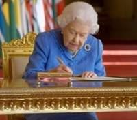 Принца Гарри обвинили в разрушении семьи: реакция Елизаветы II на интервью внука