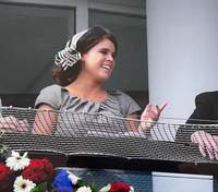 Принцесса Евгения прокомментировала смерть дедушки: архивные фото принца Филиппа с внучкой