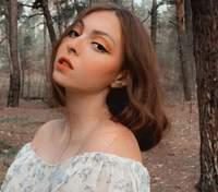 Яркий макияж и каре: дочь Оли Поляковой покорила сменой имиджа