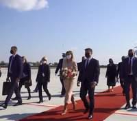 Елена Зеленская прибыла во Францию в пудровом костюме: изысканный образ первой леди