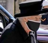 Королева Елизавета II на похороны мужа надела особую брошь
