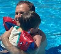 Юрій Горбунов показав розваги з сином у басейні: зворушливий кадр