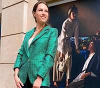Дружина Григорія Решетника підкорила стильним образом у трендовому піджаку: фото