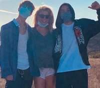 Бритни Спирс опубликовала редкое фото со старшим сыном, но потом его удалила