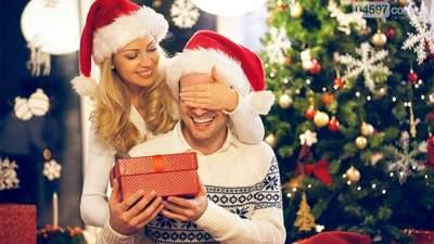 Что подарить парню на Новый год 2021: идеи подарков, которые понравятся любимому
