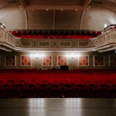 Министр культуры Александр Ткаченко призвал украинцев покупать билеты в кинотеатры