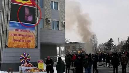 У Росії під час святкування Масляної на центральній площі села увімкнули порно: курйозне відео