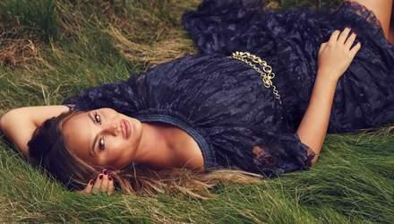 У вишуканій сукні: вагітна Кріссі Тейген стала зіркою модного глянцю Marie Claire