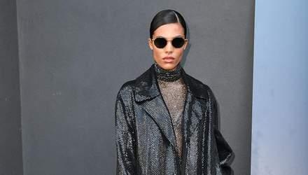 Пальто з риб'ячої луски та масивні чоботи: Тіна Кунакі вразила образом на показі Valentino