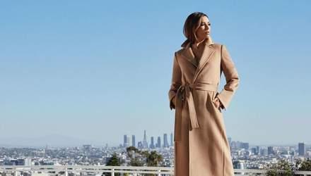 У жакеті та джинсах: Єва Лонгорія продемонструвала стильний осінній образ – фото