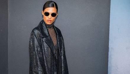 В плаще от украинского бренда: Тина Кунаки поразила образом на Неделе моды в Париже – фото